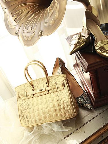 A-895 Gold Dot Birkin Bag