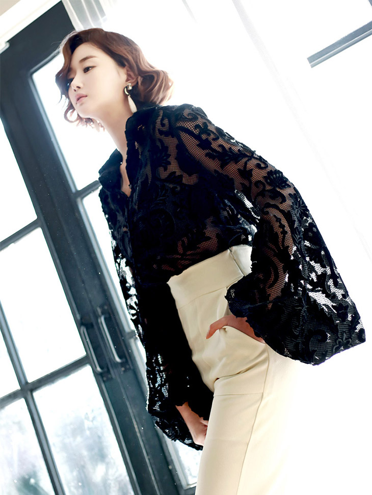 B1920 Flower Embroidery See-through look Blouse (10reorder)