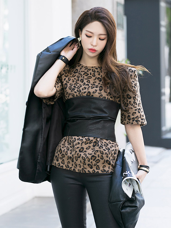 E1807 feminine Leopard Puff Top