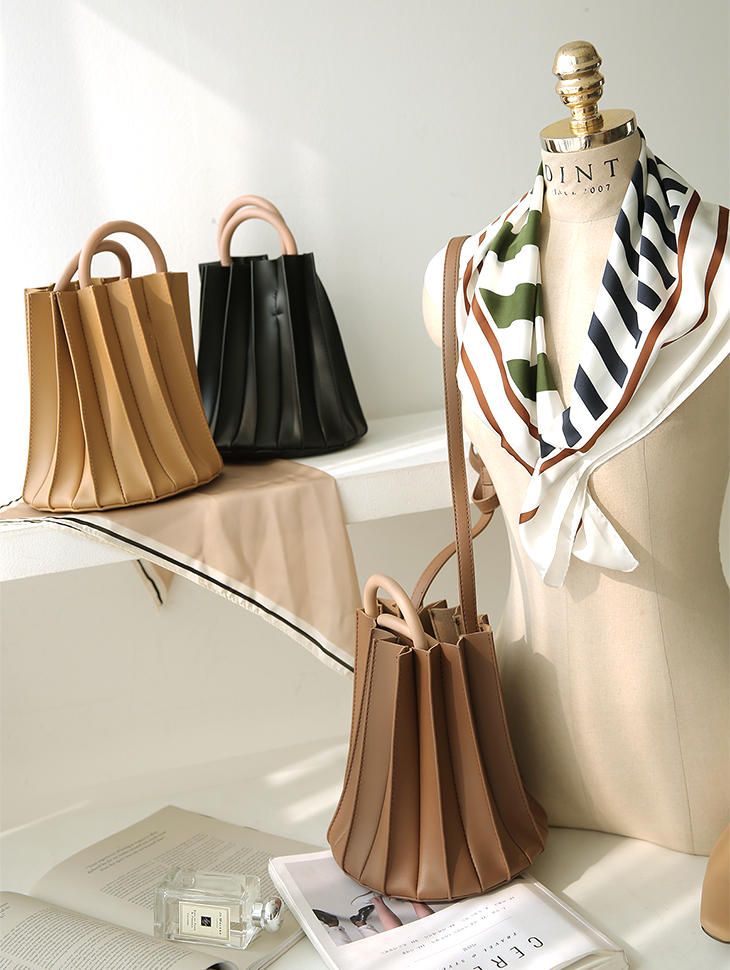 A-998 Leather Wrinkles Circle Ring Bag
