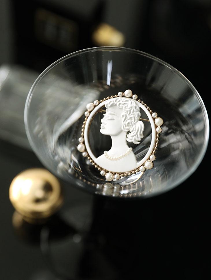 AB-159 Plaster circle pearl brooch