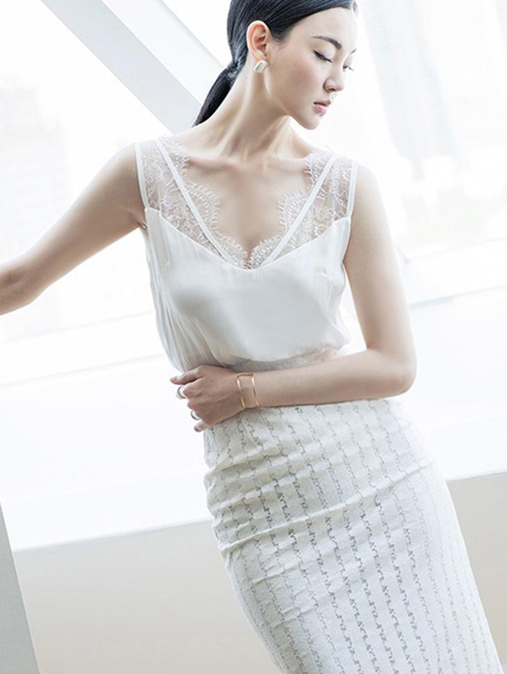 E1965 Silky Lace Sleeveless Top