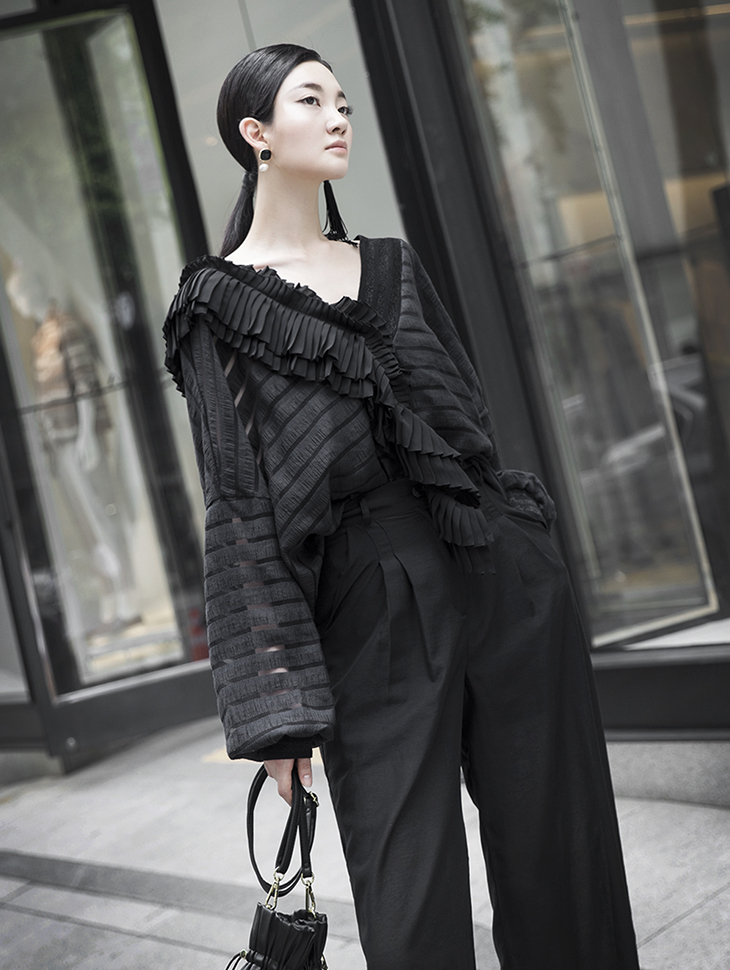 B2441 Vertical Pleats Point Blouse (23reorder)