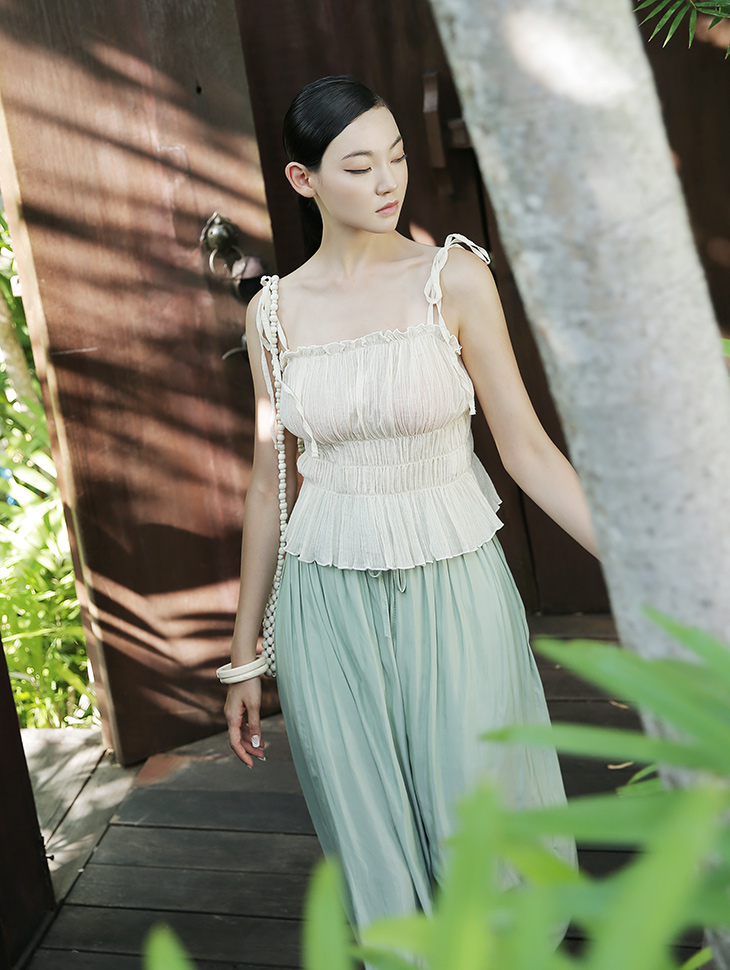 E2020 Glen Shoulder String Pleats Top