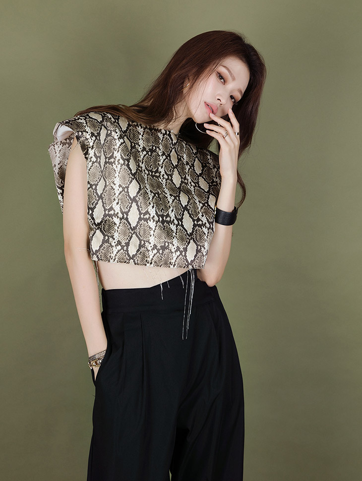 E2039 Python Leather Printing Crop Top
