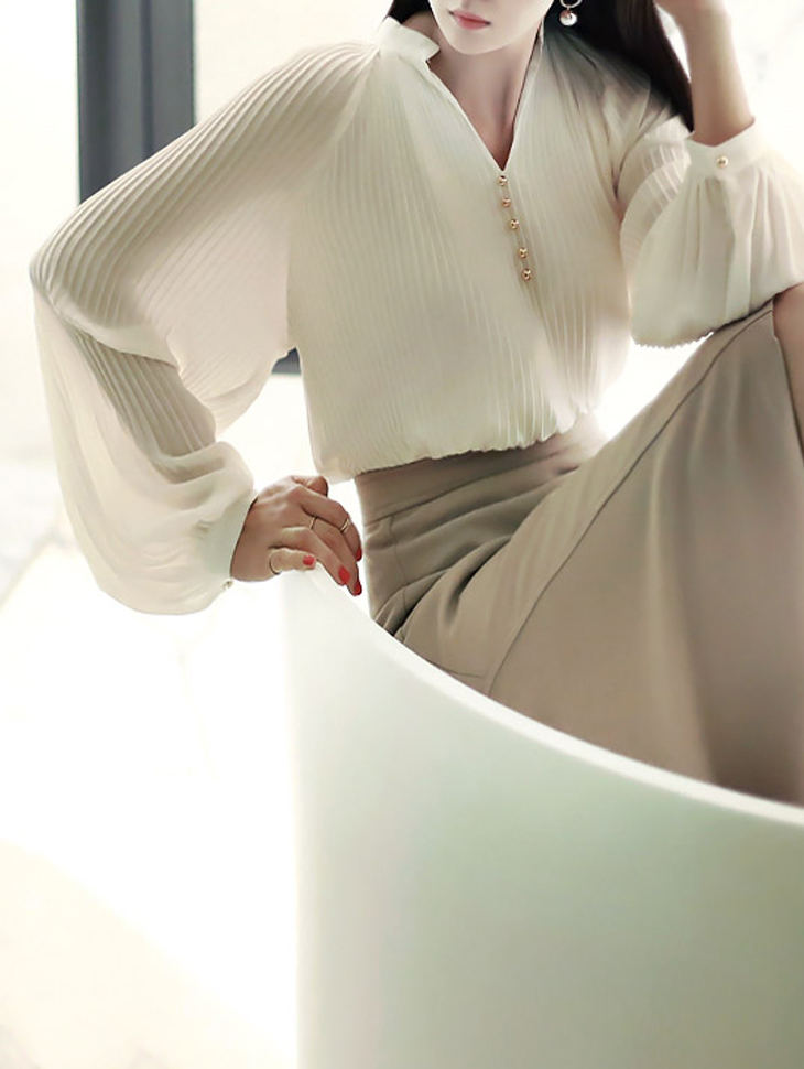 B1910 Gold-Button V neck Wrinkle Blouse (177th REORDER)