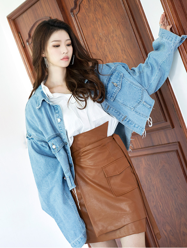 J745 Poel Natural Crop Boxy Blue Jacket
