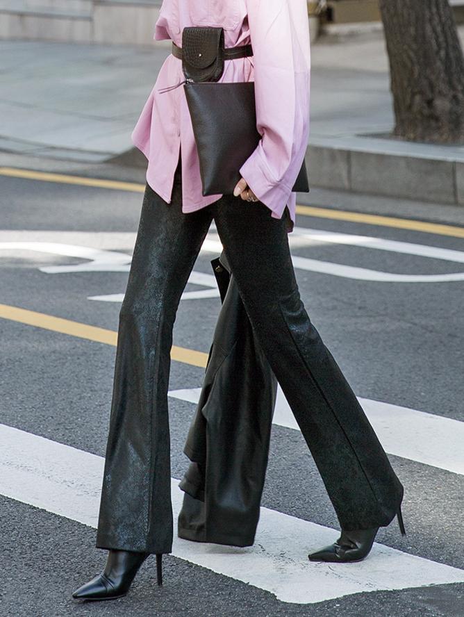P2151 Groppy Phyton Leather Pants