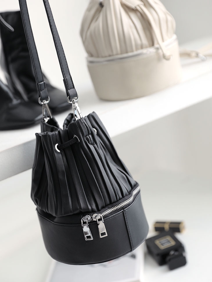 A-1075 Dea pleats Leather Shoulder Bag