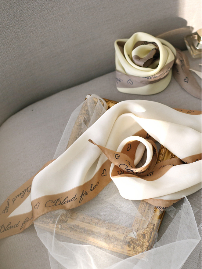 AS-1256 lettering key point scarf