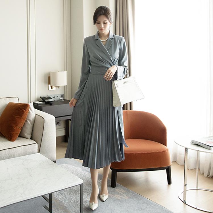 D3918 Surplice pleats silky warp Dress
