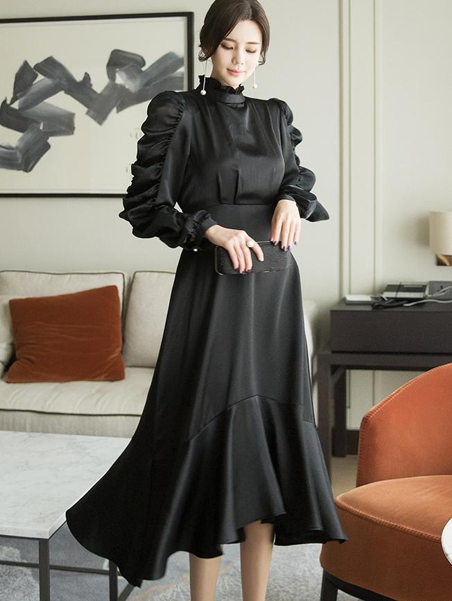 D3919 Glynn Sleeve Ruffled Point silky Dress