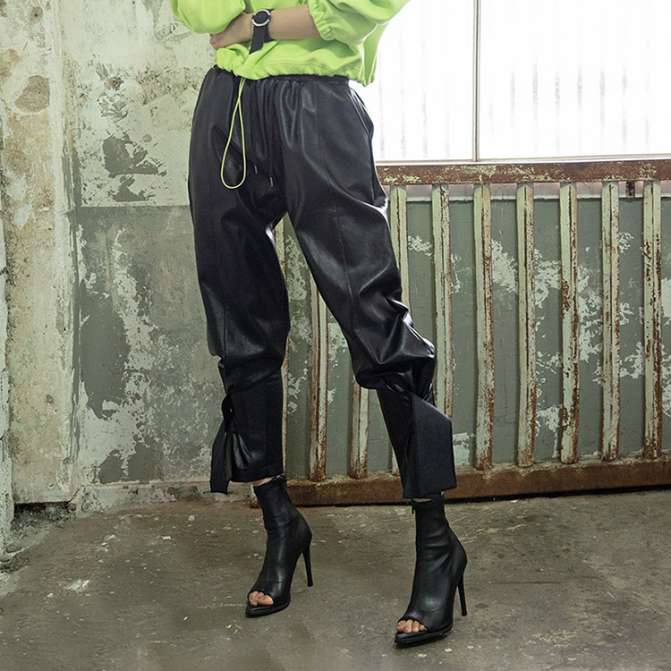 P2171 Luxy Leather Snap Pants