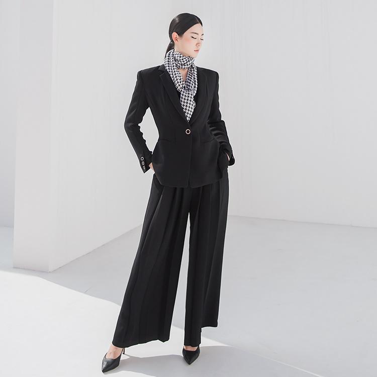 TP1011 Cacholine Eyelet Suit