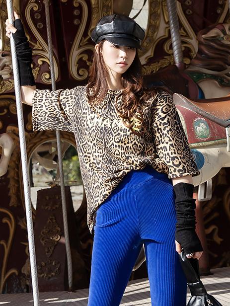 E2092 Charis Leopard Lettering Top
