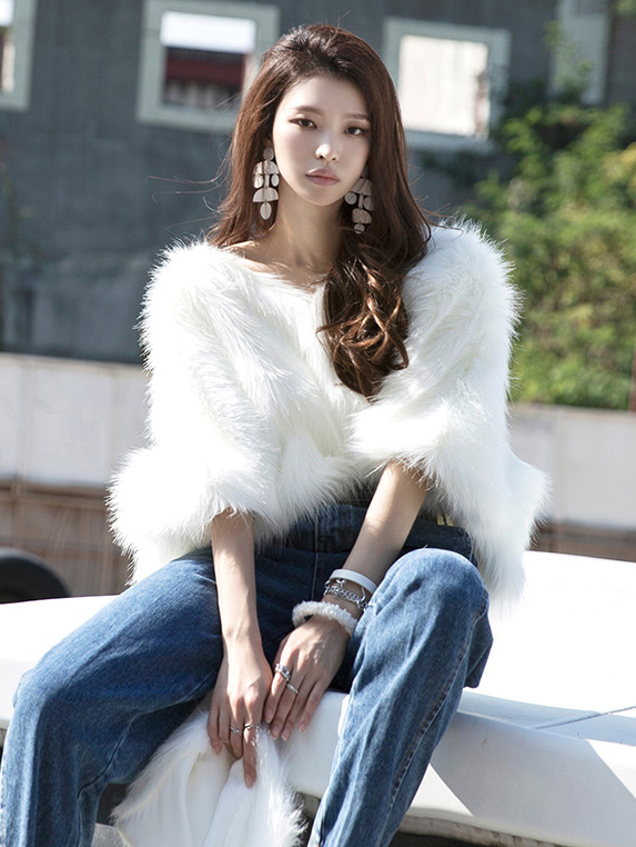 E9007 Triwin Fake Fur Top
