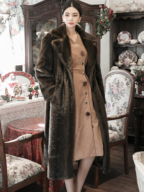 J880 Robsen String Fake Fur Coat