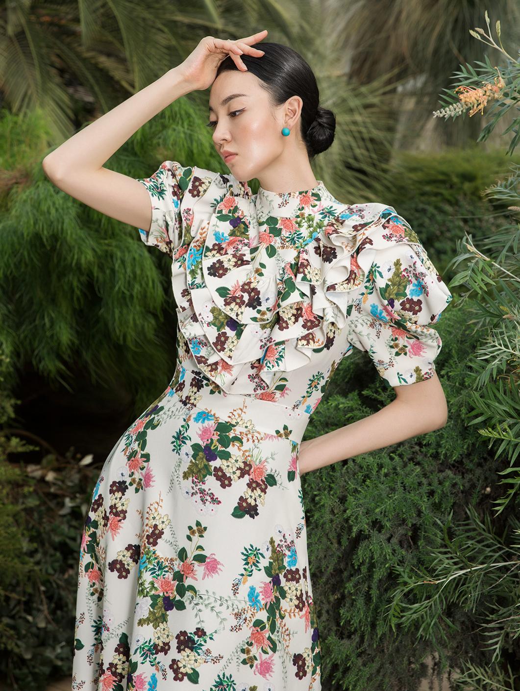 D9071 Yu Kellin Flower Ring Long Dress