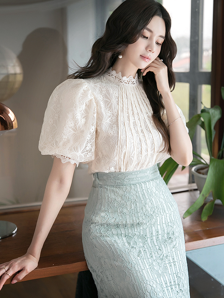 B2586 Lace Puff Sleeve blouse (2nd REORDER)