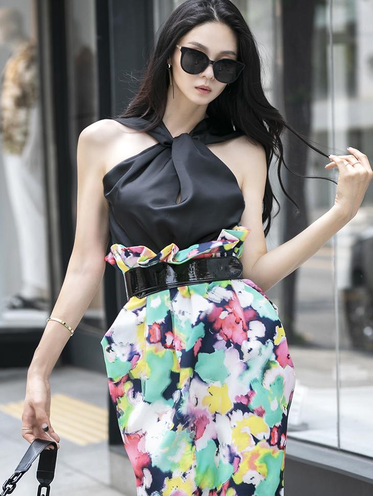 B2590 twist Halter neck blouse