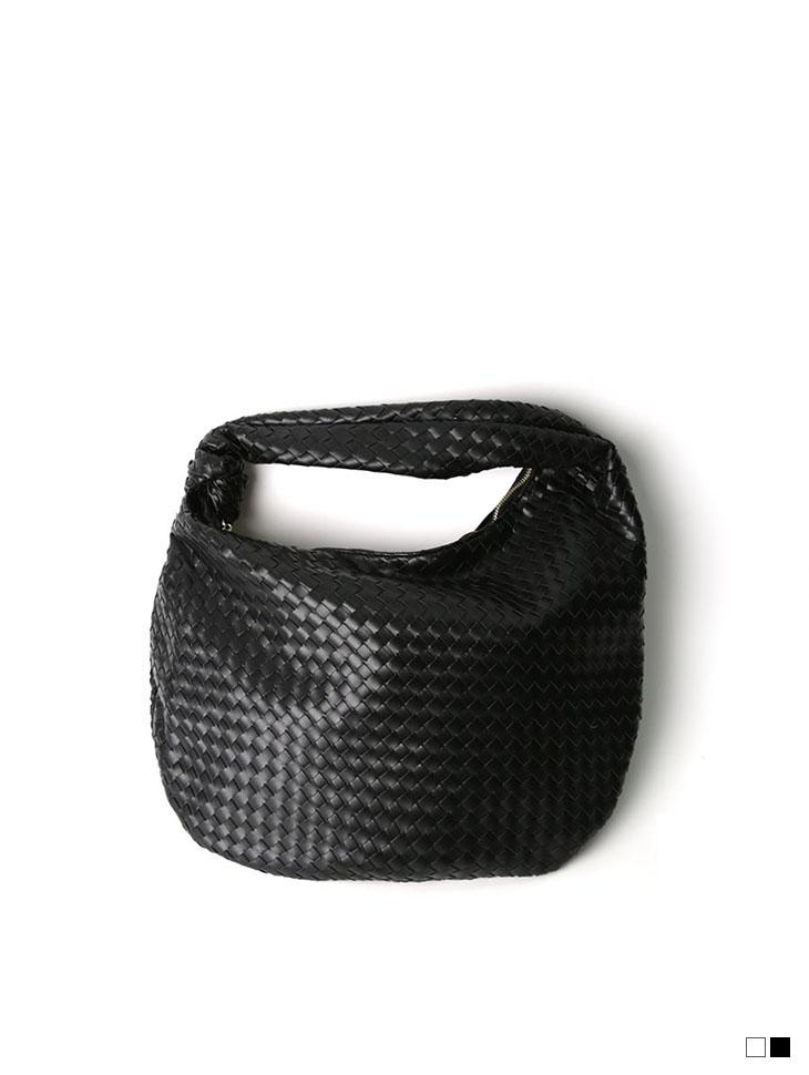 A-1181 knot Point Shoulder bag